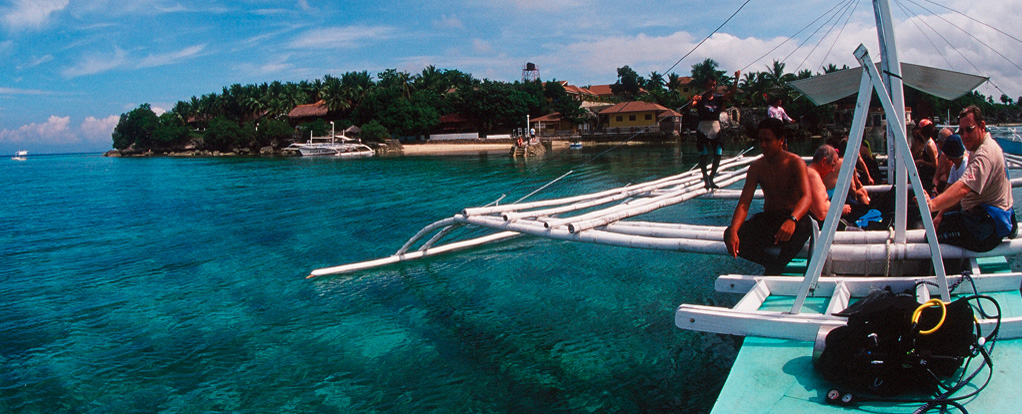 The crystal clear waters in front of Turtle Bay Dive Resort