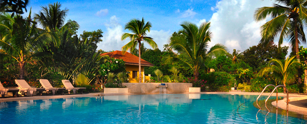Tranquil lagoon pool at Turtle Bay Dive Resort