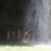 A strong water massage under Kawasan Falls
