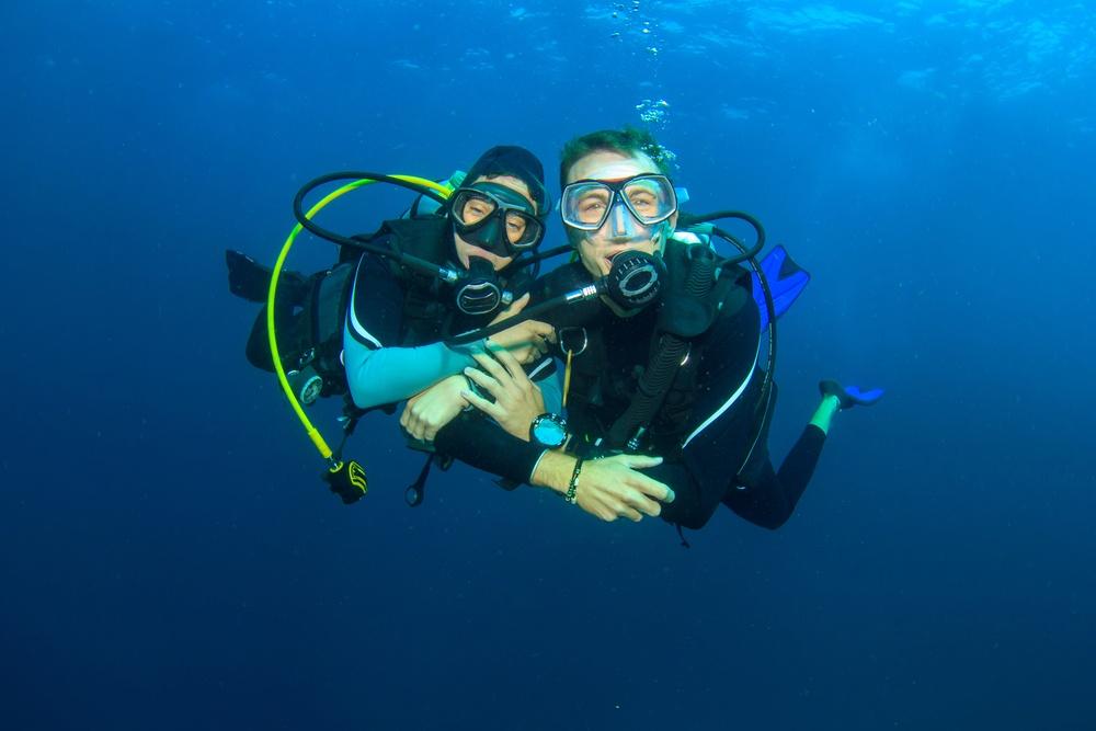 couple-dive-buddy